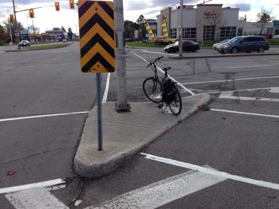 2013-10-20-mario-theoret-memorial-ghost-bike-01