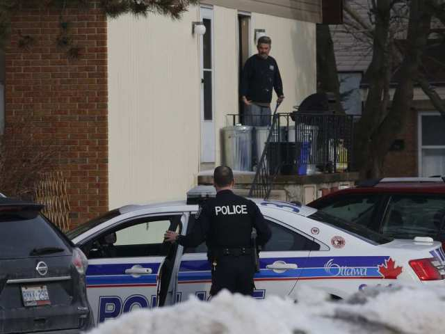 police-investigate-the-scene-of-a-shooting-near-old-richmond3