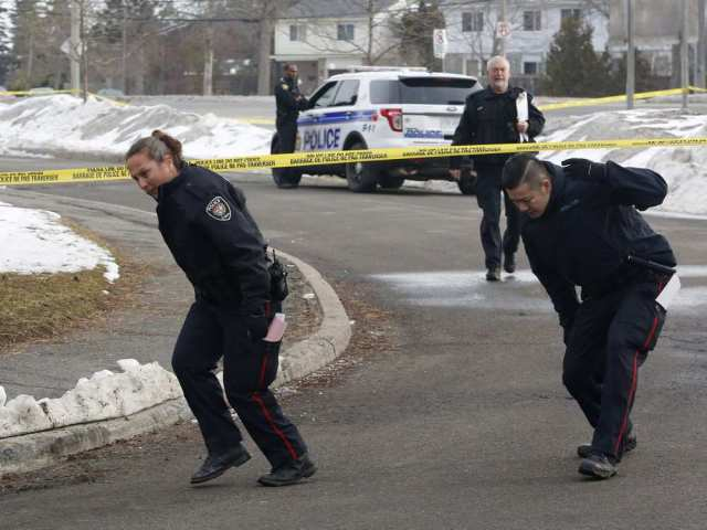 police-investigate-the-scene-of-a-shooting-near-old-richmond4